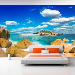 ARTGEIST - Fototapet af en øde sandstrand under sommerens sol - Flere størrelser 300x210
