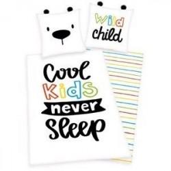 Cool Kids Never Sleep Sengetøj 135x200 cm