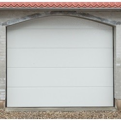 Garageport med automatik og 2 fjernbetjeninger 253 cm bred x 228 cm høj