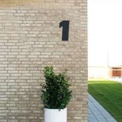 Sort husnummer 1 - 20 cm