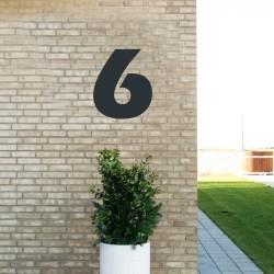 Sort husnummer 6 - 40 cm
