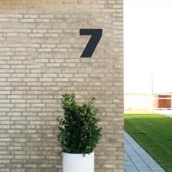 Sort husnummer 7 - 20 cm