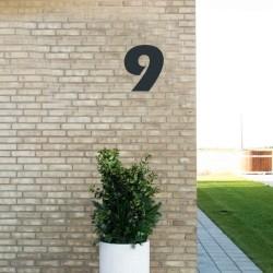 Sort husnummer 9 - 20 cm