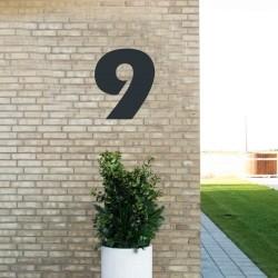Sort husnummer 9 - 40 cm