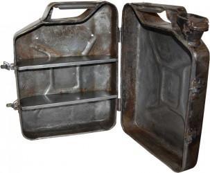 TRADEMARK LIVING vægskab - råt jern, m. 1 låge og 2 hylder, gammel benzindunk
