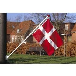 Træflagstang med vægbeslag