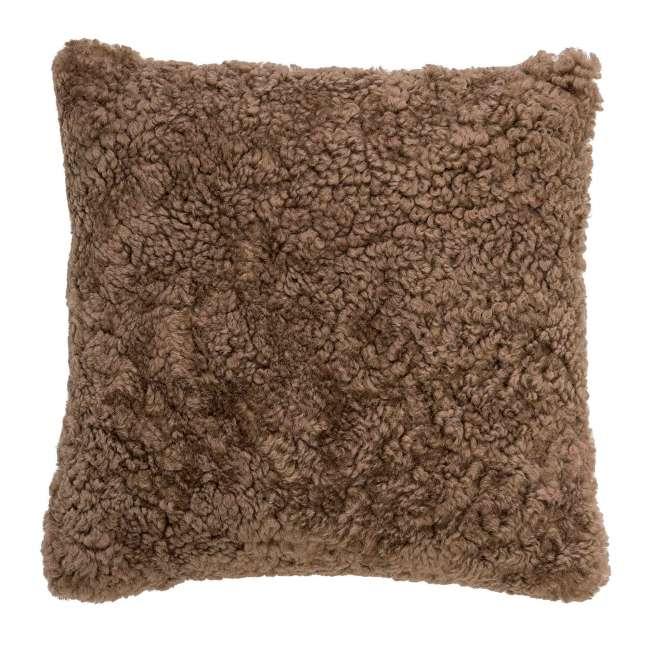 Priser på BLOOMINGVILLE pude - brun fåreskind, kvadratisk (45x45)